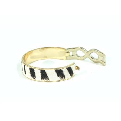 Bracelete preto com branco detalhes em dourado com strass